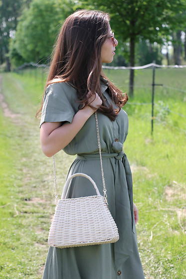 Carmen Schubert - H&M Summerdress, Zara Summerbag - Khaki Summerdress