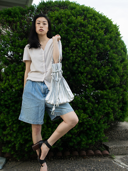 Gi Shieh - Joseph & Stacey Lucky Pleats Shopper Cracked Silver, Uniqlo Pink Button Down Blouse, Raided Mom's Closet Classic Mom Jeans, Steve Madden Black Heeled Sandals - Joseph & Stacey Lucky Pleats Cracked Silver