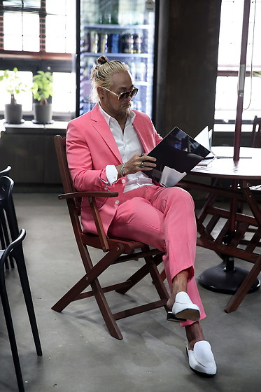 INWON LEE - Byther Suit, Byther Shirt - Real Man Wears Pink