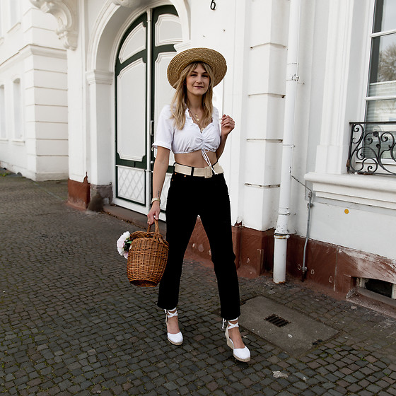 Catherine V. - H&M Straw Hat, Vintage Bavarian Crop Top, Pimkie Straw Belt, Levi's® Ribcage Jeans, Hers Wave Straw Bag, Le Temps Des Cerises Wedge Espadrilles - THE BAVARIAN TOP TREND YOU'RE GOING TO SEE EVERYWHERE