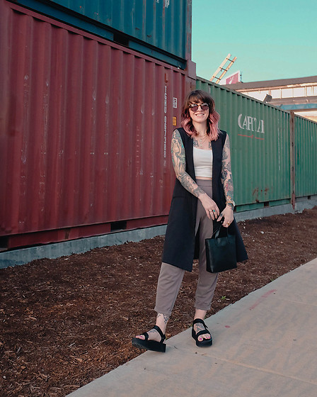 Jessie Bee - Madewell Small Transport Crossbody, Target Pants, American Eagle Outfitters White Crop Top, Alice + Wonder Sleeveless Blazer, Teva Universal Flatform Sandals, Madewell Layton Sunglasses - Dinner and Drinks