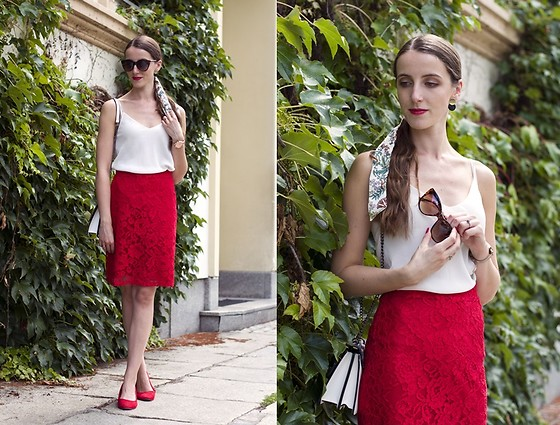 Ewa -  - Red lace skirt