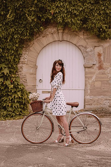 Dépêches Mode - Mad Vintage Dress - À vélo !