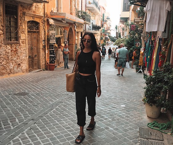 Christy Jaldori - Stradivarius Straight Jeans, Pull & Bear Top, Stradivarius Tote - Streets of Chania