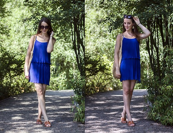 Ewa -  - Blue pleated dress, part 1