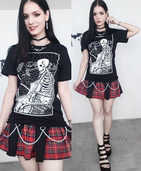 Raven von Strange - Leviathan Artworks Tshirt, La Moda Sandals, Guangorena Necklace, Choker, Earrings, Sps Eye Lenses, Mera Luna X Alchemy England Bracelet - OOTD