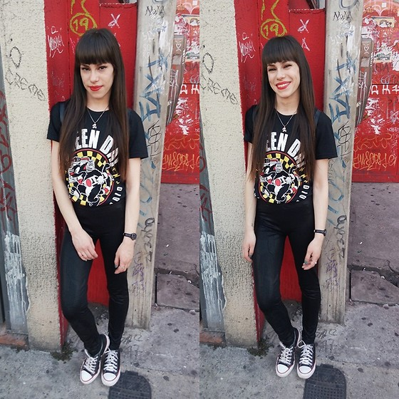 Valéria Przysbeczyski - Converse All Star - I found where I belong singing these punk rock songs