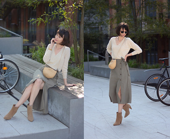 Daisyline . - Zara Shoes, Mango Skirt, Mango Sweater, Pull & Bear Bag - Hello autumn! / IG: daisylineblog