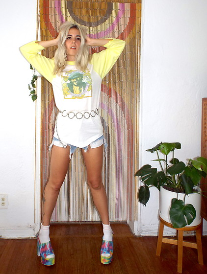 Christine Bourie - Total Recall Vintage Bruce Sprinsteen Tee, Jeffrey Campbell Shoes Tie Dye Platforms - 70s Vibes