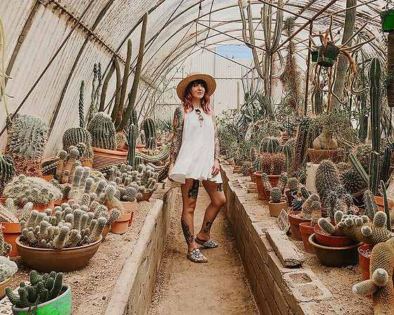 Jessie Bee - Free People Right On Time Tunic, San Diego Hat Company Straw, Forever 21 Bike Shorts, Madewell Fest Aviators, Amazon Cork Slide Sandals - Palm Springs