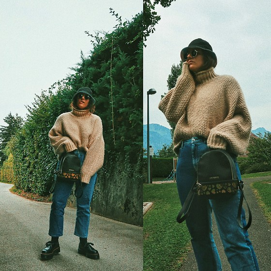 Doina M. - Dr. Martens Derbies, Topshop Double Wash Denim, Moschino Mini Backpack, H&M Oversized Jumper - Who falls for fall?