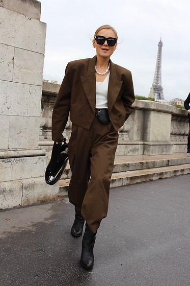 Anna Borisovna - Zara Blazer, Zara Pants, Mango Boots, H&M Belt Bag, H&M Chain - Paris Fashion week 2019