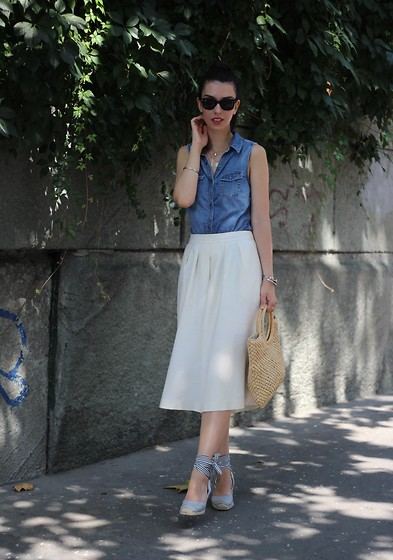 Jelena - H&M Denim Shirt, Ray Ban Wayfarer Sunglasses, Zara Striped Espadrilles - Toning down with denim
