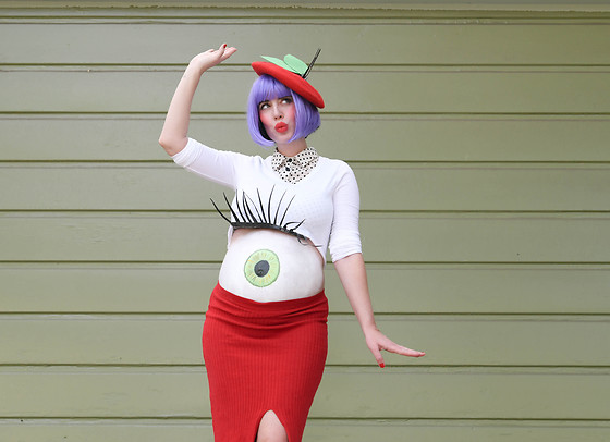 Amy Roiland - Apple Of My Eye Pregnant Costume - Pregnant on Halloween! WIN