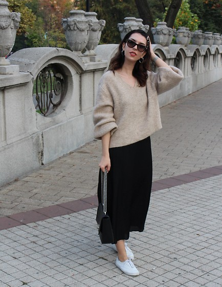 Jelena - H&M Chunky Sweater, H&M Slip Dress, Keds White Sneakers, Ray Ban Wayfarer Sunglasses - Chunky sweater/slip dress