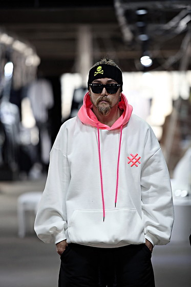 INWON LEE - Byther Bright Highlight Color Loose Fit Fleece Lined Hoodie, Byther Skull Embroidered Knitted Headband - Neon Hashtag Hoodie