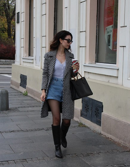 Jelena - Vero Moda Zig Zag Coat, Stradivarius Grey Cardigan, Bershka Denim Shorts, Gucci Vintage Bag, Ray Ban Wayfarer Sunglasses, Mango Black Leather Boots - Wearing shorts in cold weather
