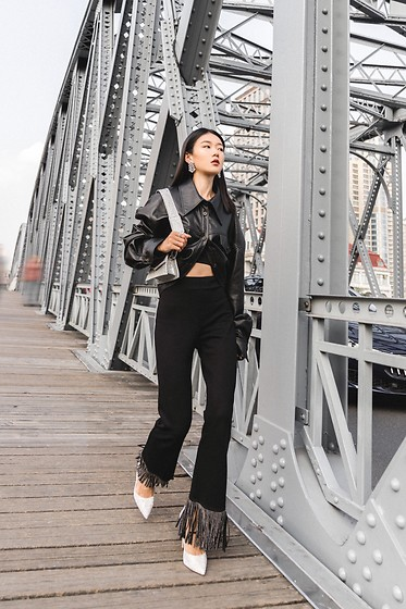 Ava Foo -  - All black