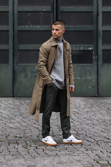 Kevin Elezaj - Nike Sneakers, Allsaints Pants, Filippa K Sweater, Allsaints Trenchcoat - Dress code trench coat