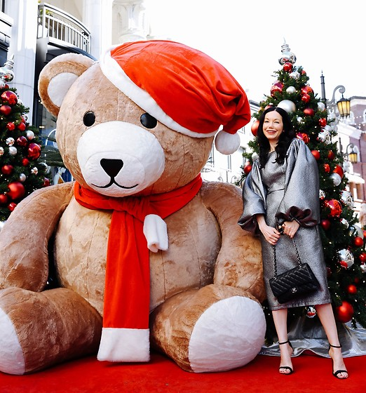 Lisa Valerie Morgan - Sister Jane Dress, Chanel Bag, Sandals - Have Yourself a Beary Merry Christmas