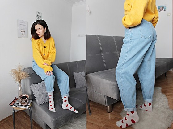 Sabina S. -  - YELLOW SWEATER & SLOUCHY JEANS