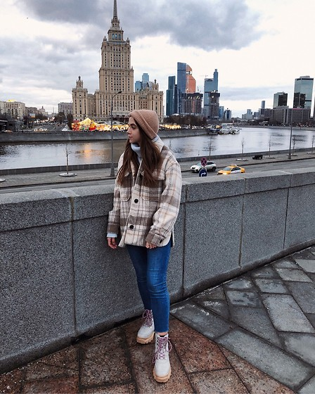Kristina E. - Bershka Coat, Pull & Bear Jeans, Reserved Sweater, Boohoo Boots - Moscow