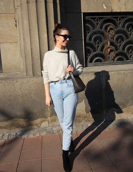 Jelena - H&M Gray Sweater, Zara Mom Jeans, Coach Vintage Leather Bag, Saint Laurent Black Sunglasses, Asos Black Ankle Boots - Sunny days