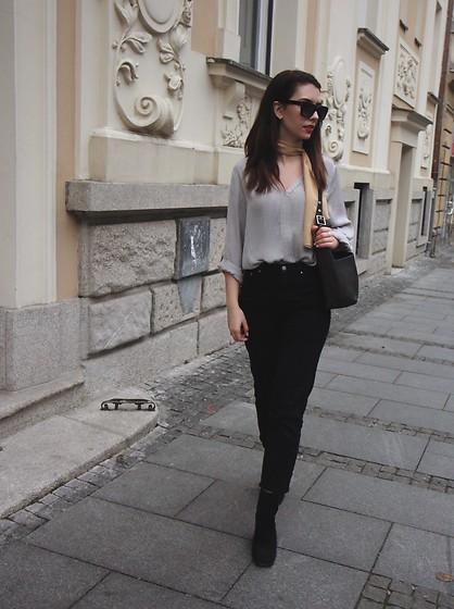 Jelena - Saint Laurent Black Sunglasses, Zara Gray Shirt, H&M Black Cropped Pants, Coach Vintage Bag, Asos Ankle Boots - The return of 90s boots