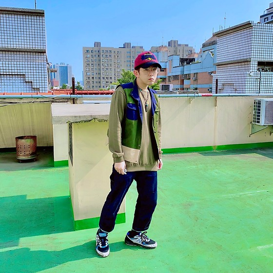 Gorbinzshe Gorbinzshe - Carhartt Jeans, New Balance Sneakers, Vintage Cap, Uniqlo Sweater - Green green green 🌳🌳🌳