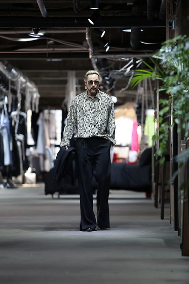 INWON LEE - Byther Python Pattern Print Shirts, Byther Wide Slacks - Python Look