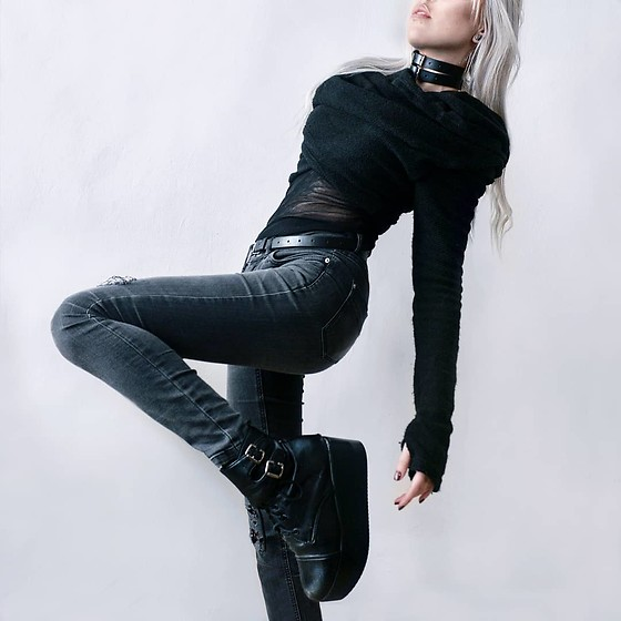 Anne-Cécile Van Doren - Yggdrazil Short Pullover, Agustia Vegan Leather Chokers, Vegan Leather Platform Boots - Kiss the boots