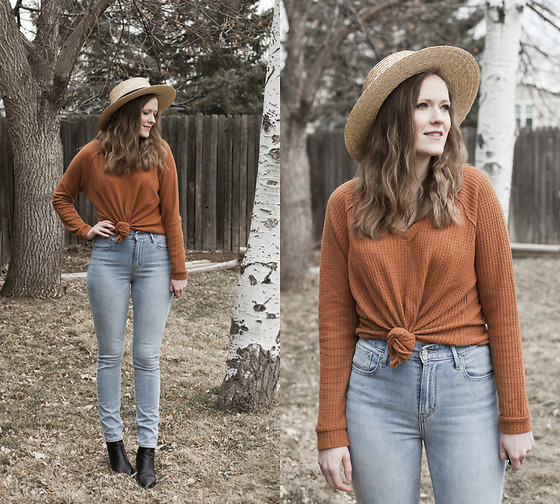 Emily S. - American Eagle Outfitters Top, Levi's® Mom Jeans, Marc Fisher Chelsea Boots, Unbranded Sun Hat - Spring Blues