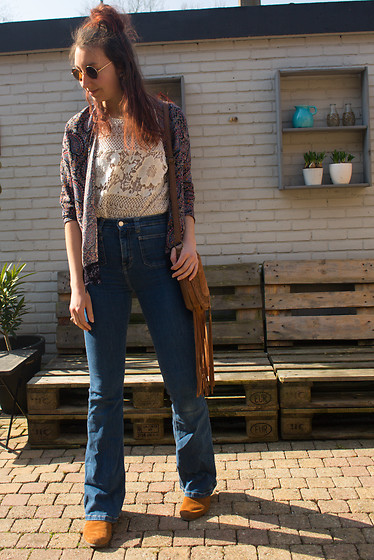 Laura ☽ Walker - Pull & Bear Flared Jeans, Zara Paisley Jacket, Minnetonka Moccasins - A little sprinkle of magic