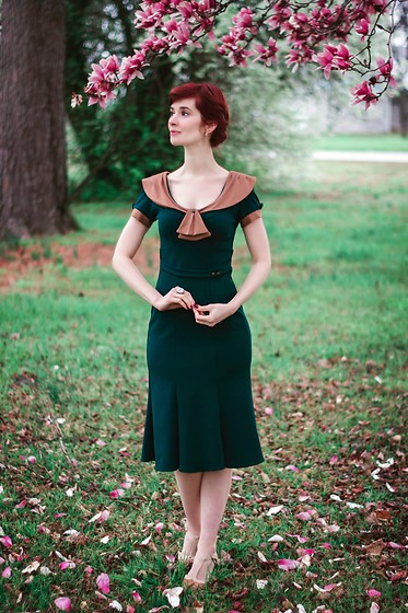 Bleu Avenue Ofbleuavenue - Stop Staring! Railene Dress In Army Green And Tan - Vintage Spring Dress