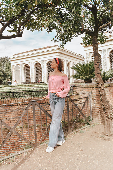 Josefin T - H&M Top, Monki Jeans - Forum Romanum