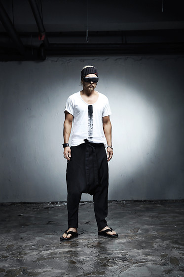 INWON LEE - Byther Ankle String Linen Baggy Pants, Byther Painted White Shirt - Men's Saggy Harem Pants