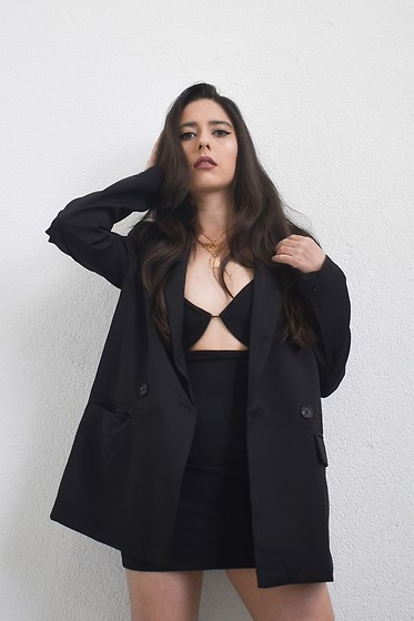 Jelena Dimić - Shein Oversized Black Blazer, Topshop Cut Out Dress, Cosmic Chains Zodiac Name Necklace, Petite Collective Juliet Rose Necklace - Pitch black