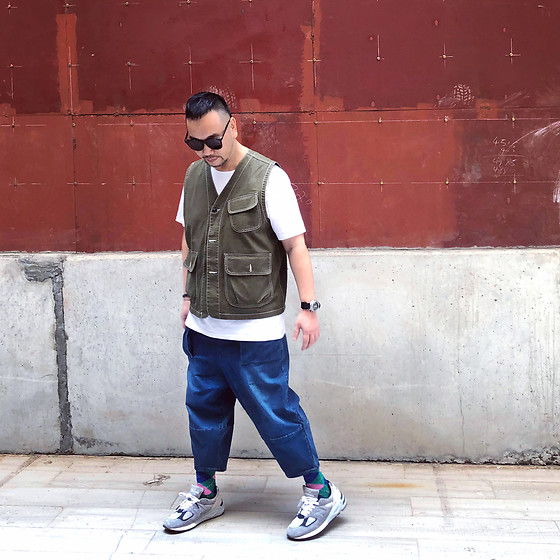 Mannix Lo - Online Shop Hunting Vest, Maple Washed Cropped Denim Jeans, Madness X New Balance 990v2 Sneakers - Life is about the Quality of friends you have