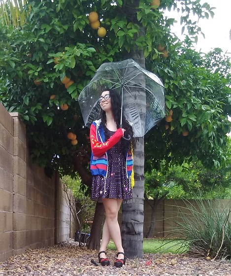 Saguaro Style - Totes Bubble Umbrella, Pacman Dress, Pacman Windbreaker, Sven Clogs Red And Black Bow - 05.11.20