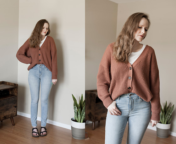 Emily S. - Forever 21 Sweater, Levi's® Jeans, Birkenstock Sandals - Bedhead Days