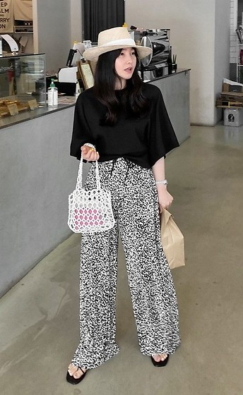 Miamiyu K - Miamasvin Leopard Pleated Drawstring Waist Pants | $22.90 - Fierce History