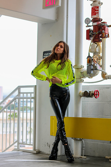 Jenny Mehlmann - Shein Neon Fishnet Top, H&M Pleather Leggings, Forever 21 Boots - IG: @thehungarianbrunette // NEON EDIT #4