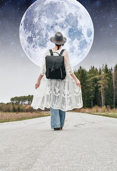 Josefin T - Estarer Backpack - To the moon and back🌙