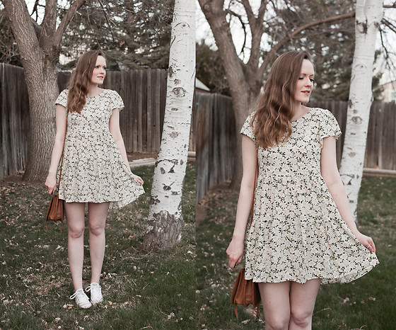 Emily S. - American Eagle Babydoll Dress, Leather Strata Crossbody Bag, Converse Sneakers - Babydoll Swing Dress