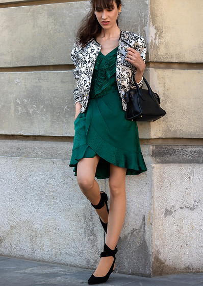 Veronika Lipar - Self Portrait Short Emerald Green Wrap Dress, Black And White Floral Bomber Jacket, Small Black Top Handle Bag, Ganni Black Tie Up Kitten Heel Pumps - Emerald Wrap Dress and Bomber Jacket for the Second Date