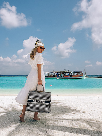 Joicy Muniz - Pringle Of Scotland X H&M Scarf, Object Dress, Christian Dior Bag - Maldives