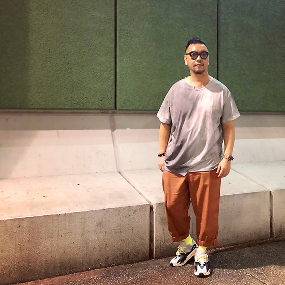 Mannix Lo - Online Shop Destroyed Tee, Uniqlo Loose Fit Cropped Pants, Adidas Yeezy 700 Sneakers - They will hurt you to heal themselves