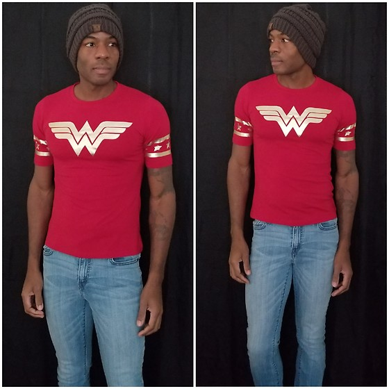 Thomas G - Dc Comics Originals Wonder Woman, Levi's Mid Rise Skinny, C.C Beanie - DC Comics Originals: Wonder Woman
