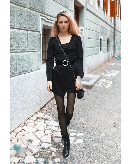 Marta Popescu - Bershka Belt, Zara Dress, Chanel Bag - All black 💓
