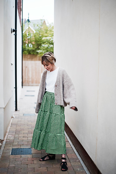 Daniella Robins -  - When I Style Green Gingham & Revisiting Milk Maid Plaits